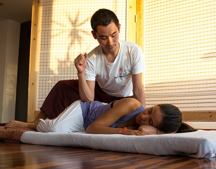 Masaje tailandés tradicional / Traditional Thai massage